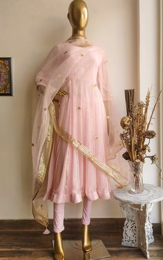 Pakistani Dress Design, Pakistani Dresses, Indian Dresses, Indian Outfits, Wedding Lehenga Designs, Kurti Designs Party Wear, Anarkali Dress, Anarkali Suits, Punjabi Suits