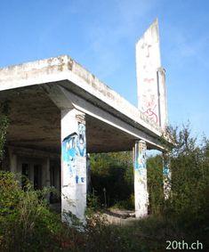 Une ancienne station Total peu avant Roanne (Le Coteau) - la route Nationale 7 nostalgique des trente glorieuses ...