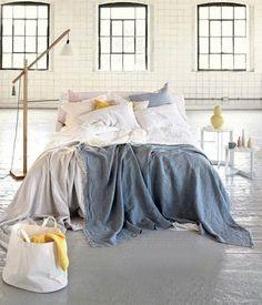 originelle Schlafzimmer Farben Streifen blau gelb LED Lichterkette ...