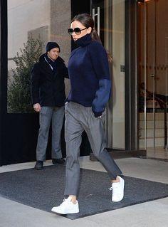 Come indossare capi oversize come Victoria Beckham Victoria Beckham Outfits, Style Victoria Beckham, Victoria Beckham Fashion, Viktoria Beckham, Look Fashion, Autumn Fashion, Womens Fashion, Fashion Photo, Fashion Trends