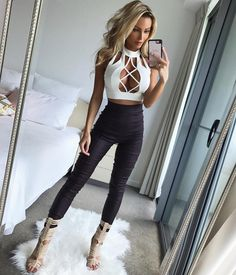 "16.3k Likes, 499 Comments - ABBY DOWSE (@abbydowse) on Instagram: ""Ripped jeans, Messy Hair and super cute bralette  Happy Humpday ❤️ @catwalk_connection #freshbed…"""