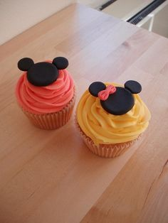 adorable, simple Mickey Mouse cupcakes