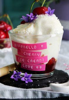 Raffaello Cherry Eis - Zuckersüße Dessert-Ideen - Zutaten für 4 Portionen: 250 ml Kokosmilch 250 ml Sahne 20 Raffaellos 500 g Kirschen 200 ml Kirschsaft 1/2 Pck. Vanillepuddingpulver > Zum Rezept Bild: © Sugar Stories