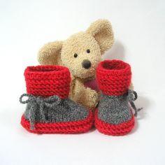 Chaussons bébé rouges et gris 0-3 mois Tricotmuse : Mode Bébé par tricotmuse