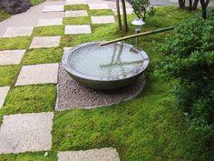苔庭 「水鉢と苔と市松のコラボ」