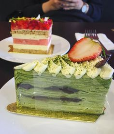 Green tea Mille crepe with red bean and #strawberrywatermeloncake #dessert #cake #millecrepe #greentea #redbean #azuki #matcha #strawberry