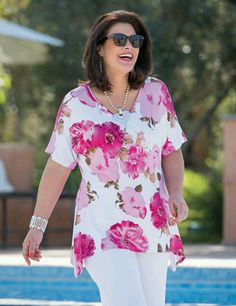 Kasbah+White/Fuchsia,+Taupe/Fuchsia+Or+Navy/Coral+Jersey+Floral+T+Shirt プ ラ Plus Size Shirts, Plus Size Blouses, Plus Size Tops, Plus Size Women, Fashion Over 50, Look Fashion, Fashion Outfits, Casual Outfits, Womens Fashion Casual Summer