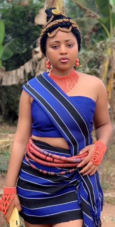 kibcrous Regina Daniels # daniels Common-Sense Ways to Keep Kids Away From Street Drugs Arti Traditional Wedding Attire, African Traditional Wedding, Traditional Outfits, African Attire, African Fashion Dresses, African Dress, Beautiful African Women, African Beauty, Beautiful Ladies