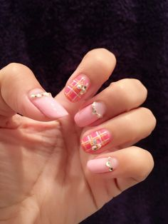 Pink check gel nail