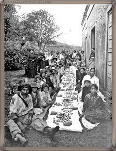 La Palma - almuerzo campestre - año 1950..... #canariasantigua #blancoynegro #fotosdelpasado #fotosdelrecuerdo #recuerdosdelpasado #fotosdecanariasantigua #islascanarias #tenerifesenderos