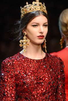 See detail photos for Dolce & Gabbana Fall 2013 Ready-to-Wear collection.