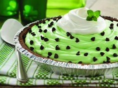 "St. Patrick's Day ""Lucky You"" Mint Pie"