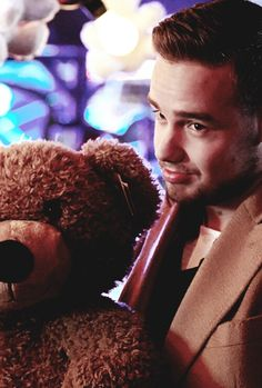 Why does this remind me of Mi? WHY IS LIAM SO FREAKING ADORABLE
