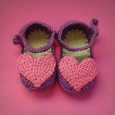 Sapato para bebê {Coração Lilás} - Koki Ideias em Crochê