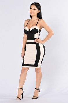 - Available in Nude/Black - Fitted Dress - Color Block - Knee Length - Adjustable Spaghetti Straps - Padded Cups - V Neckline - Exposed Back Zipper - 95% Polyester 5% Elastane
