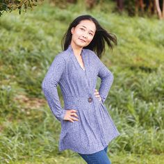 Itch to Stitch Paro Cardigan Sewing Pattern - Between the slim waist and pleats, the stylish Paro Cardigan accentuates your femininity. You can choose to let the front drape open for a carefree look, or button it closed for a. Sewing Hacks, Sewing Tutorials, Sewing Tips, Sewing Ideas, Textiles, Leftover Fabric, Cardigan Pattern, Paros, Sewing Projects For Beginners