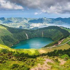 Azores 😎😎 #azores #azzorre #island #isola #isole #atlantic #ocean #atlantico #portugal #portogallo #travel #travelgram #travelblogger #viaggio #viaggiare #turista #tourist #gopro #iphone #photo #photography #photographer #photooftheday #picoftheday #follow4follow #lake #landscape