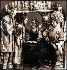 Lieu non spécifié. 1919. Une troupe de l'opéra de Pékin.