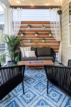Make this DIY Privacy Screen this Weekend! Great for patios and porches Build a DIY privacy screen and create your dream backyard oasis. This easy step-by-step tutorial will walk you through everything you need to know. Privacy Planter, Patio Privacy Screen, Diy Privacy Fence, Privacy Wall Outdoor, Diy Fence, Deck Privacy Screens, Diy Screen Porch, Outdoor Privacy Screens, Decks With Privacy Walls