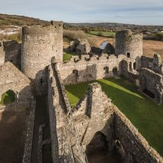 Inner Ward (c,1275), Kidwelly Castle, Dyfed. Wales Welsh Castles, Castles In Wales, Chateau Medieval, Medieval Castle, Gothic Buildings, Voyage Europe, Great Britain, Cymric, Cathedral
