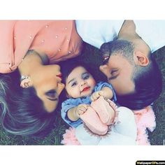 Baby boy pictures with dad family photos Ideas Couple With Baby, Cute Love Couple, Cute Family, Baby Family, Family Goals, Couple Goals, Baby Boy Pictures, Cute Couple Pictures, Baby Photos