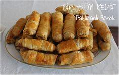 Patlıcanın her türlüsüne bayılırım ben. Hele patlıcanlı çörek beni benden alır. Bende işte o çörek içi ile börek yapayım dedim ve bu tarif çıktı ortaya. Tarifin orijinali Ufuk Mutfakta'da.…