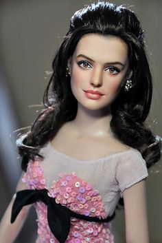 Anne Hathaway by Noel Cruz Mattel Dolls, Ooak Dolls, Art Dolls, Pretty Dolls, Beautiful Dolls, Beautiful Gorgeous, Barbie Celebrity, Guys And Dolls, Realistic Dolls