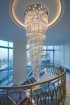 Simple Chandelier, Murano Chandelier, Elegant Chandeliers, Luxury Chandelier, Chandelier Ceiling Lights, House Architecture Styles, Crystal Pendant Lighting, Restaurant Lighting, Ceiling Installation