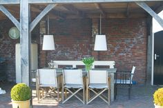 buitenkamer - Google zoeken Outdoor Dining, Outdoor Decor, Folding Chair, Garden Styles, Outdoor Lighting, Bar Stools, Outdoor Furniture Sets, Exterior, Solar