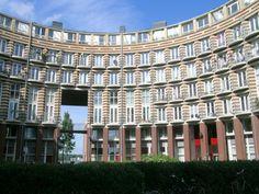 """Edificio residencial """"Barcelona"""" en la isla KNSM, proyectado por el arquitecto belga Bruno Albert en Ámsterdam."""