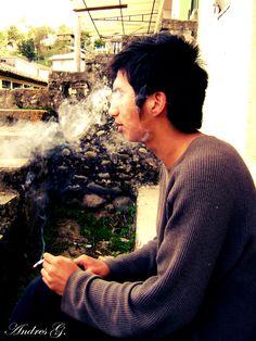 En este mundo existen dos placeres: amar a un mujer y fumar un cigarrillo.