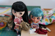"https://flic.kr/p/HhKVzw | Blythe A Day 16 May 2016 - Getting better | Cassiel:  Great you are trying to sew another t-shirt. Luna:  Yes I'm getting better with every t-shirt I do sew.    *** Luna belongs to ""Zuckerchen"" we had a little doll meet up and I show Zuckerchen"" how to make a shirt. ***"
