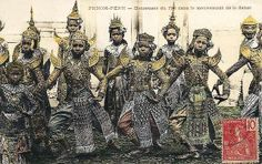 Cambodge - Phnom Penh - Danseuses du Roi dans le mouvement de la danse   Flickr - Photo Sharing! Cambodian People, Cambodian Art, Old Pictures, Old Photos, Vintage Photos, Phnom Penh, Theravada Buddhism, Khmer Empire, African Diaspora