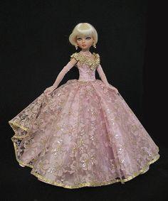 Ellowyne, OOAK Valentine's Gown by jkinmcd via eBay, ends 1/25/14 Bid $49.00. Sold for $66.00.