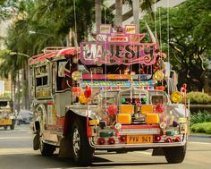 Jeepney in Manila Philippines People, Visit Philippines, Philippines Culture, Manila Philippines, Philippines Travel, Filipino Culture, Filipino Art, Chinese Culture, Cancun Hotels