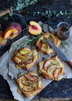 mini quiches brie nectarine http://fr.chatelaine.com/cuisine/cuisine-de-margherita/