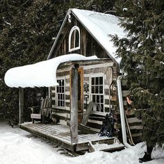 5 Celebrities Awesome Cabin In The Woods - Modern Survival Living Old Cabins, Log Cabin Homes, Cabins And Cottages, Cabins In The Woods, House In The Woods, Rustic Cabins, Timber Cabin, Timber House, Cozy Cabin