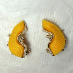 Vintage Yellow Thermoset Earrings Sunny Spring by JewlsinBloom, $7.95