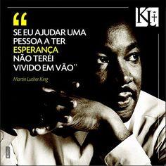 Martin Luther King Jr. foi um pastor protestante e ativista político estadunidense. Tornou-se um dos mais importantes líderes do movimento dos direitos civis dos negros nos Estados Unidos, e no mundo, ... Wikipédia