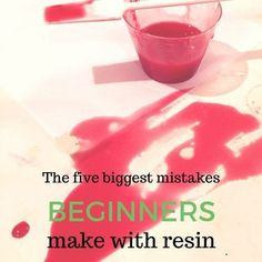 The five mistakes beginners make with resin. Learn the five biggest mistakes beginners make with resin and how you can avoid them. Epoxy Resin Art, Diy Resin Art, Diy Resin Crafts, Wood Resin, Acrylic Resin, Crafts To Make, Acrylic Art, Resin Pour, Resin Molds