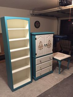 All three items were refurbished, the #armour in the middle was handed down from my great grandmother and needed some serious love, the table on the end was picked up at a yard sale and refinished. #repaint #remodel #diy #paint #stencil #teal #white #bookshelf #table #decor #guestroom