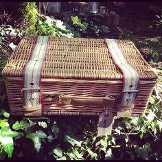 Picnic basket #readoutside #books