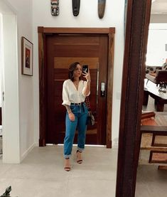 Look con jeans retro o Mom jeans: Como llevarlos Stylish Work Outfits, Cute Casual Outfits, Stylish Outfits, College Outfits, Office Outfits, Business Outfits, Look Fashion, Fashion Outfits, Fashion Clothes