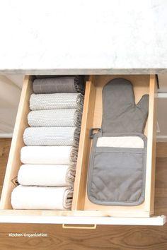 13 DIY Ideas for Kitchen Storage – diy kitchen decor ideas Kitchen Organization Pantry, Home Organisation, Diy Kitchen Storage, Diy Storage, Storage Organization, Organized Kitchen, Storage Ideas, Kitchen Decor, Drawer Ideas