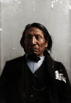 This is a picture of Chief Red Cloud of the Oglala Sioux Native Americans. This portrait was taken in about He dressed in this western way so that. Native American Pictures, Native American Artwork, Native American Indians, Red Cloud, Native Indian, Native Art, American Teen, Indian People, Most Handsome Men