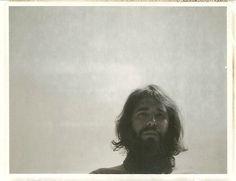 Ocho variaciones sobre el futuro, nuevo álbum de Jean Paul, contiene todos los ingredientes de esos discos destinados a hacer más llevaderas las tardes de otoño e invierno a aquellos que sienten especial atracción por las zonas dañadas del alma. Voz de recitado lúgubre, ritmo pausado con momentos de tensión, letras que apuntan a la resignación ante la fatalidad inevitable… #indie #rock http://www.secretolivo.com/index.php/2013/10/18/el-futuro-imperfecto-de-jean-paul/