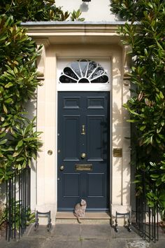 Front Door Paint Colors - Want a quick makeover? Paint your front door a different color. Here a pretty front door color ideas to improve your home's curb appeal and add more style! Best Front Door Colors, Best Front Doors, Front Door Paint Colors, Painted Front Doors, Front Door Design, Farrow And Ball Front Door Colours, Dark Front Door, Exterior Door Colors, Exterior Doors