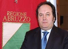 In #manette l' #assessore regionale alla Cultura in Abruzzo, leggete secondo le accuse come ha usato il #denaro pubblico!