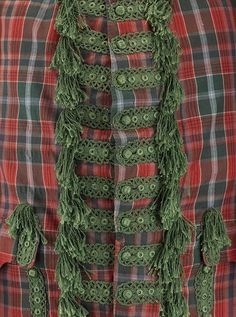 Detail of Sir John Hynde Cotton's tartan suit. Date 1744 Made from Fine hard tartan faced with green silk and embellished with braid and tassels Rococo, Baroque, 18th Century Clothing, 18th Century Fashion, Irish Fashion, Fashion History, Tartan Suit, Plaid, Scottish Clothing