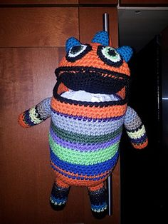The monster can be stuffed with whatever you desire. I used it for plastic bags, #crochet, free pattern, Ravelry, #haken, gratis patroon Ravelry, monster, amigurumi, houder voor kinderkamer, plastic zakken speelgoed, pyamazak
